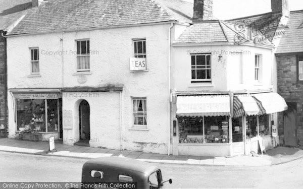 Photo of Dulverton, 17th Century Coaching Inn, The White Hart c.1960