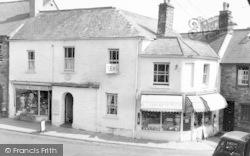 Dulverton, 17th Century Coaching Inn, The White Hart c.1960