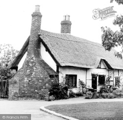 Dunchurch, Ye Old Thatched Cottage c.1955