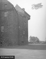 Dundee, Claypotts Castle 1956