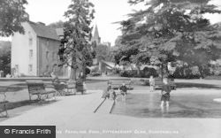 Dunfermline, The Paddling Pool, Pittencrieff Glen c.1920