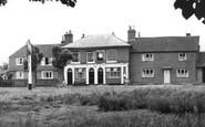 Dunsfold, the Sun Inn c1955