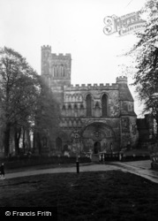 Dunstable, Priory, West Front c.1950