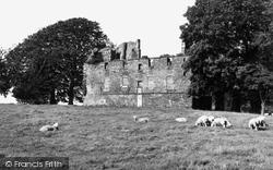 1954, Duntarvie Castle