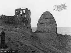 Castle And Dovecot 1958, Dunure