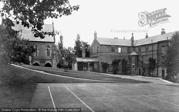 Photo of Durham, Hatfield College 1923, ref. 74100
