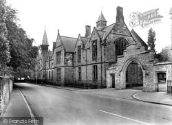 The School 1929, Durham
