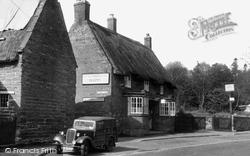 Squirrels Inn c.1955, Duston