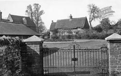 Thatched Cottage c.1955, Duston
