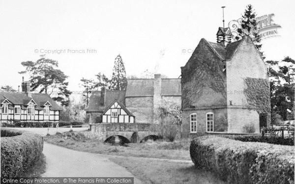 Photo of Eardisland, The Village c.1955