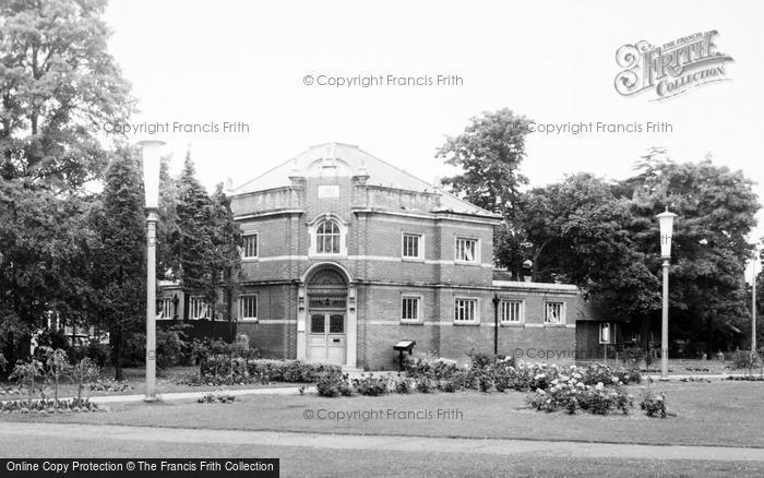 Photo of Eastleigh, The County Library c.1960