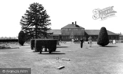 Eastleigh, The Putting Green, Fleming Park c.1955