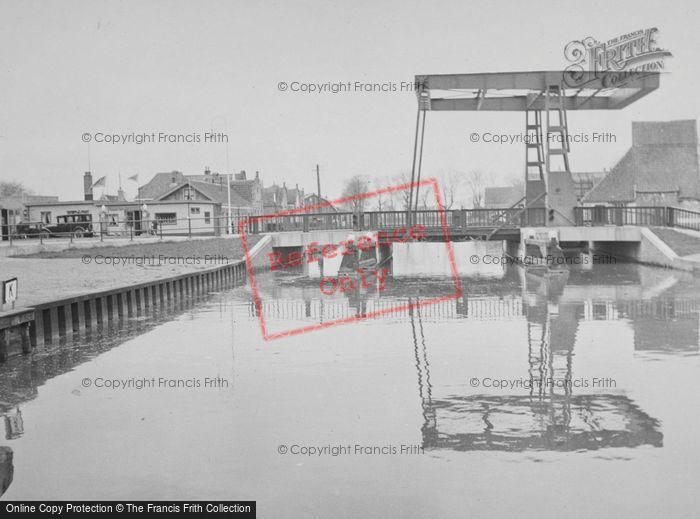 Photo of Edam, Drawbridge c.1938
