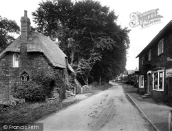 Edgehill, Old Cottage And Village 1922