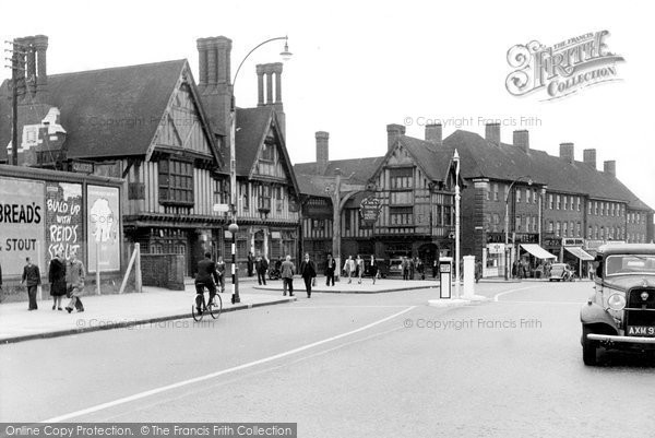 Photo of Edgware, Railway Hotel 1948