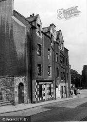 Edinburgh, 31 Canongate 1954