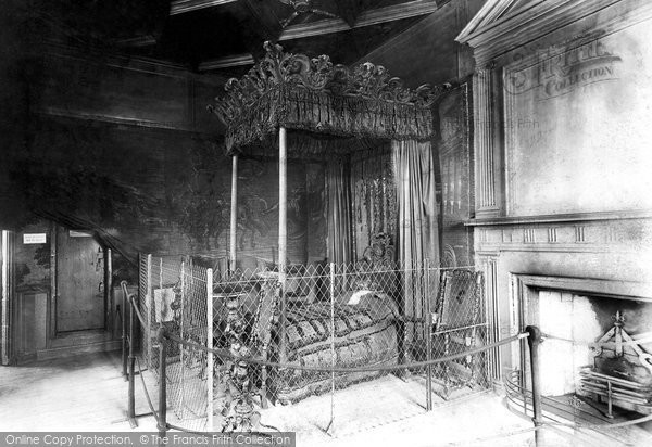 Photo of Edinburgh, Palace of Holyroodhouse, King Charles's Bedroom 1897, ref. 39172