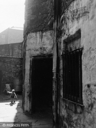 Edinburgh, Playhouse Close 1954