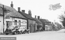 Elmley Castle, The Queen Elizabeth Pub c.1955