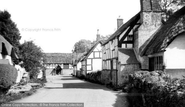 Elmley Castle, the Village c1960.  (Neg. E108001)  © Copyright The Francis Frith Collection 2008. http://www.francisfrith.com