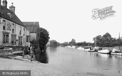 Ely, River Ouse And The Cutter Inn c.1955