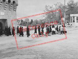A Parade c.1939, Entrevaux