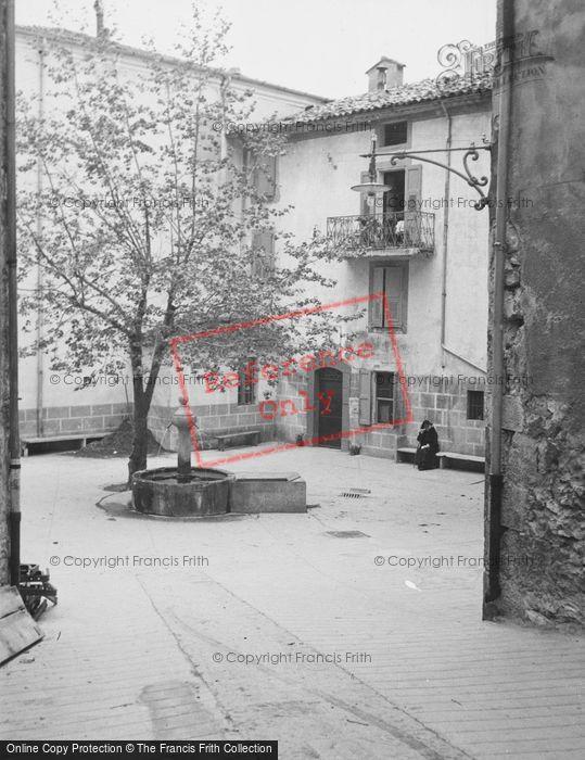 Photo of Entrevaux, Fountain c.1939