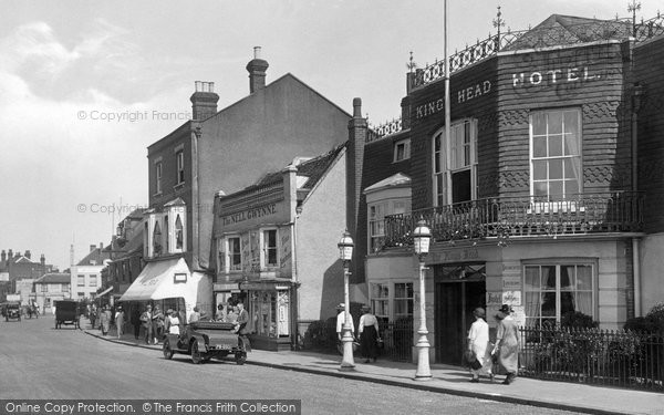 Epsom, Kings Head Hotel, 1924 Reproduced courtesy of The Francis Frith Collection