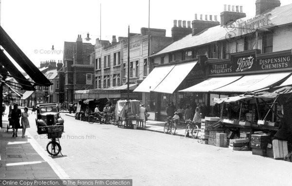 Erith, High Street c1950
