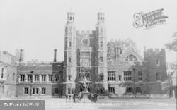 Eton, King Henry VI Statue And Luptons Tower, Eton College c.1955