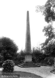 Abbey Manor, Obelisk 1899, Evesham