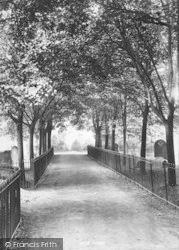Churchyard Avenue 1893, Evesham