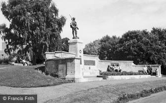 Evesham, War Memorial c1965