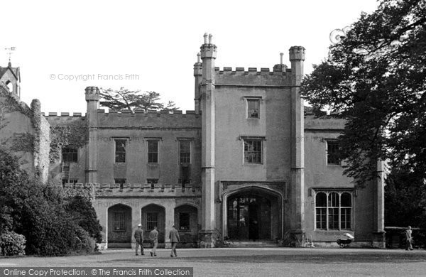 Ewell, Nonsuch Park entrance, c.1955 Reproduced courtesy of The Francis Frith Collection