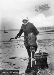 A Cockle Woman 1906, Exmouth