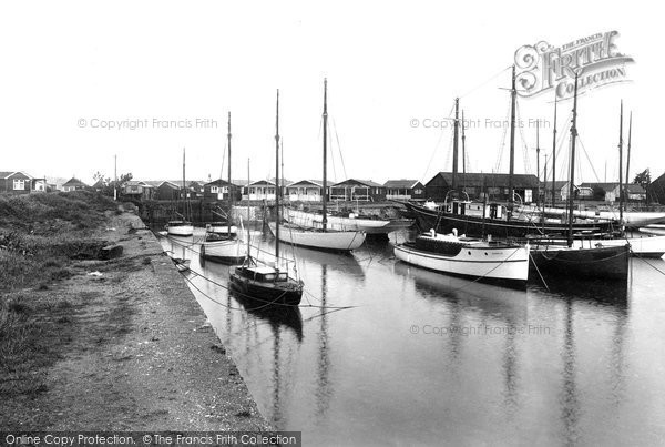 Exmouth, the Harbour 1925