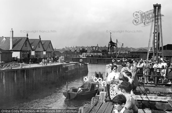 Exmouth, the Harbour Entrance c1960