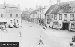 Faringdon, The Bell Hotel And Market Place c.1960