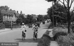 Farnborough, Girls Cycling, Lynchford Road 1924