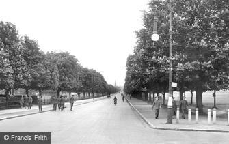 Farnborough, Queen's Avenue and Queen's Parade 1928