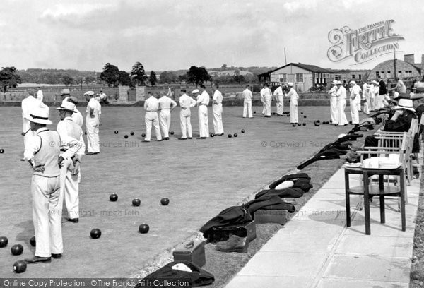 Farnborough, The RAE Bowling Green c1955.  (Neg. F9013)  © Copyright The Francis Frith Collection 2007. http://www.francisfrith.com