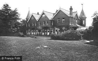 Farnham, Military Hospital 1917