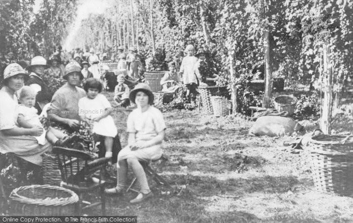 Photo of Faversham, Hop Picking 1935