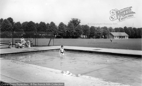 Photo of Faversham, Paddling Pool, Recreation Ground c.1960