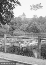 Faversham, Stonebridge Pond And Church c.1960
