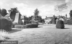 Fawkham Green, Fawkham Manor And Stable Cottages c.1960