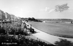 Filey, Crescent Gardens, Putting Green c.1960
