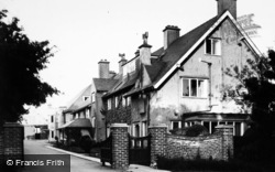 Filey, 'linkfield', Gates And Drive,  Primrose Valley c.1960
