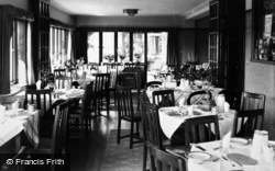 Filey, 'linkfield', The Dining Room, Primrose Valley c.1960
