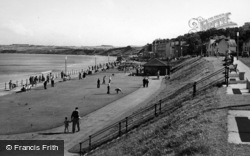 Filey, The Promenade, Looking South c.1960